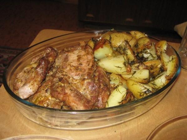 Как в духовке сделать свинину с картошкой в