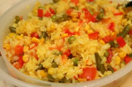 Рецепт кремового риса с курицей и горошком