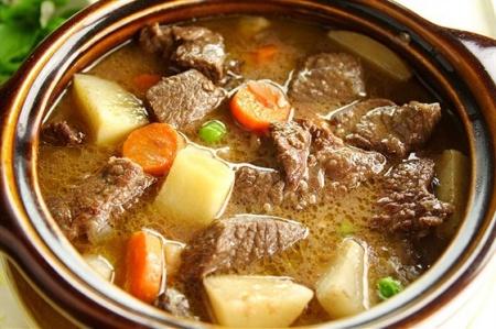Рецепт говядины тушенной с овощами
