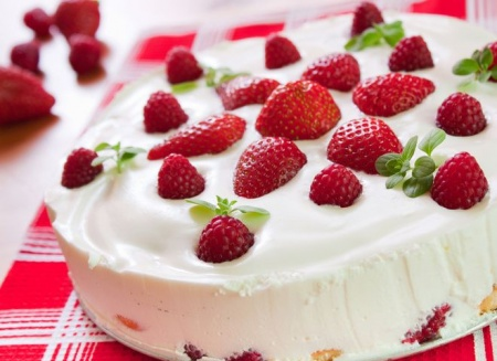 Рецепт клубничного пирога со сметаной заливкой