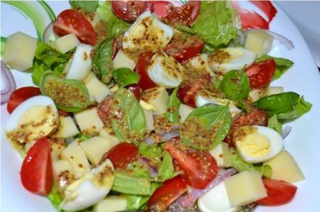 Рецепт - Салат с перепелиными яйцами