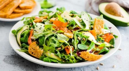 Рецепт - Новогодний салат с лососем и авокадо