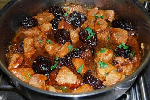 Мясо с черносливом тушеное рецепт