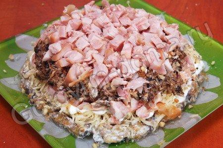 Салат из копчёной курицей с черносливом