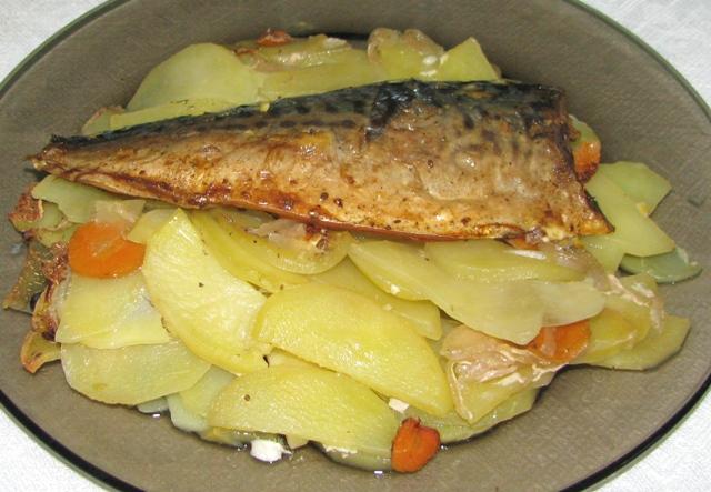 Картошка запеченная с рыбой рецепт