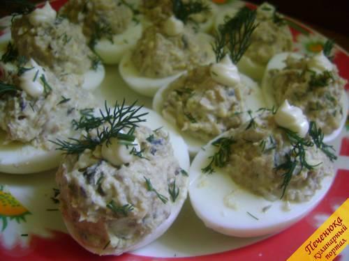 Салаты с яйцом и шпротами
